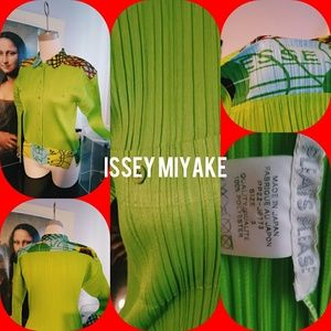 ASSEY MIYAKE PLEASE PLEASE TOP SIZE 3